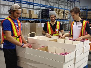 Oakville Blades players assist holiday medicine shipment to Honduras