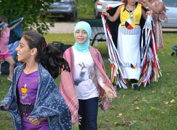Collingwood, Barrie, Thornbury refugee families learn about first nations culture