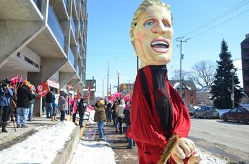 Health unit employees rally for better funding
