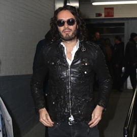 Russell Brand takes swipe at Katy Perry-Image1