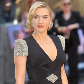 Kate Winslet has no computer-Image1