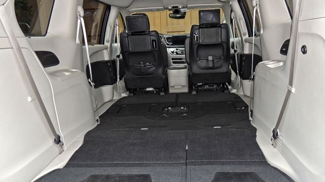 first drive still a minivan but pacifica not a grudge purchase. Black Bedroom Furniture Sets. Home Design Ideas