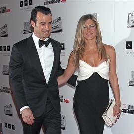 Jennifer Aniston and Justin Theroux set wedding date?-Image1