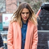 Jessica Alba uses popcorn to concentrate-Image1