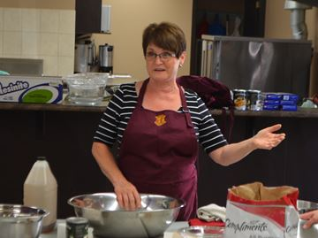 Rookie pie bakers learn the ropes in Rockton