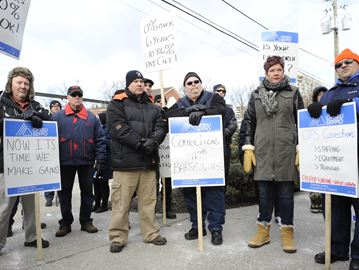 OPSEU members stage information picket