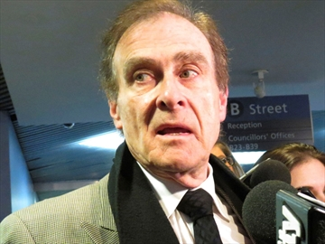 Deputy Mayor Norm Kelly will move a motion at the Dec. 5 meeting of the city's executive committee to defer decision on Billy Bishop Airport expansion for as long as a month.