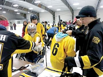 Weagamow hockey experience