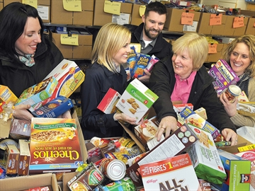 Medical Associates donate to Scugog food bank