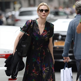 Cate Blanchett feels judged by other mothers-Image1