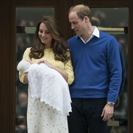 Duke and Duchess show off royal baby-Image1