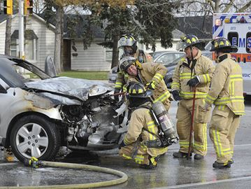 Firefighters quickly douse vehicle fire