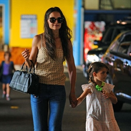 Katie Holmes reveals her Christmas fear-Image1