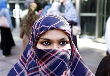 Niqab crusader becomes Canadian citizen-Image1