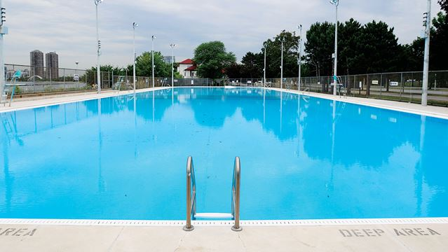 Eight toronto pools to stay open late wednesday for Fairbank swimming pool toronto
