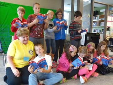Alliston Rotary Club donates dictionaries to students