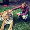 Justin Bieber poses with tiger at father's engagement bash -Image1