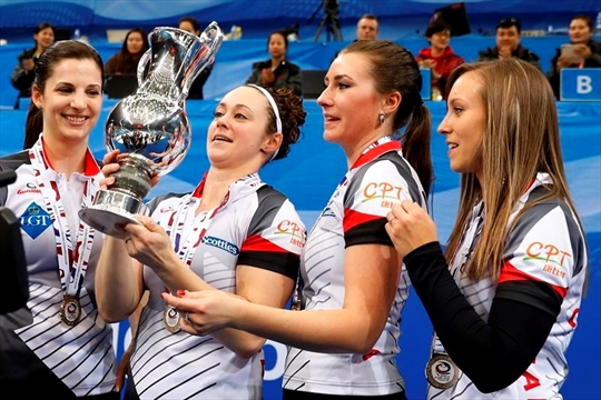 Canada's Homan wins gold at curling worlds-Image1