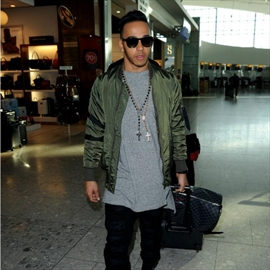 Lewis Hamilton 'in talks over a music career'-Image1
