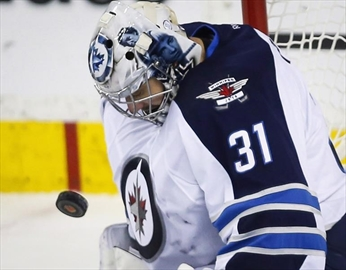 Pavelec still feels right at home with Jets-Image1