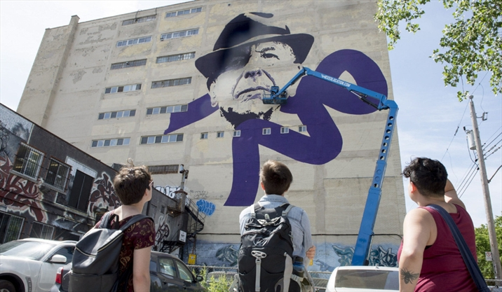 Montreal exhibit celebrating life and work of leonard for Mural leonard cohen