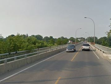 An engineering consultant found a potential safety issue and recommended closing the Burgoyne Bridge until a detailed inspection can be done.