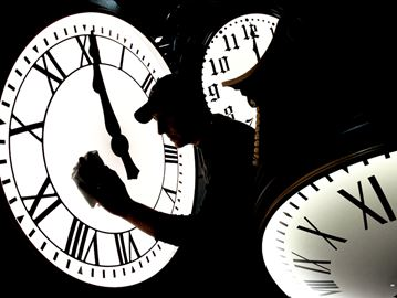 Daylight saving time: 4 ways to ease into the time change