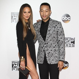 Chrissy Teigen and John Legend want 'three or four children'-Image1