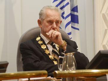Mayor hung up at Pan Am security check point