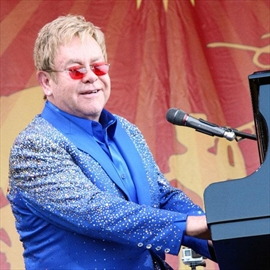 Sir Elton John ends eight-year feud with his mother -Image1