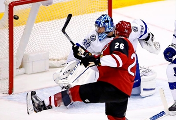 Fischer scores in 1st game, Coyotes top Lightning 5-3-Image1