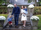 Prince George, Princess Charlotte frolic at party-Image1