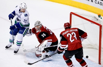 Miller stops 34 shots, Canucks hold off Coyotes 2-1-Image1