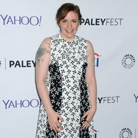 Lena Dunham rescued during paddleboard race-Image1