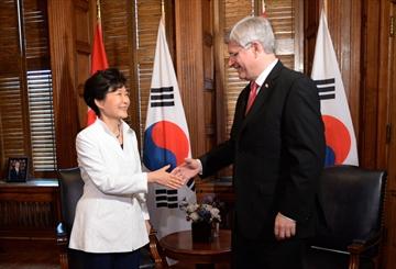 Harper welcomes South Korean president-Image1