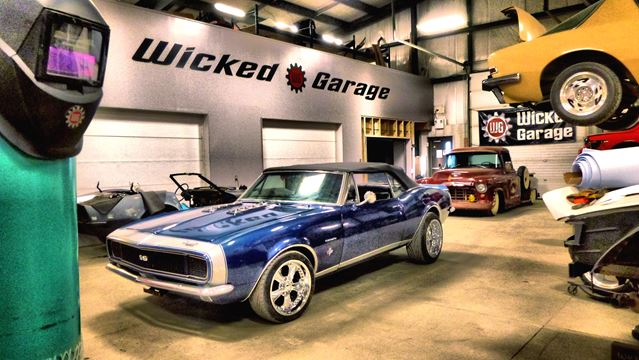 Wicked garage pairs art classic cars at greely show for Garage bc automobile chateauroux
