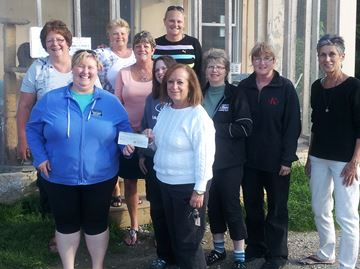 Kinettes donate to cat shelter