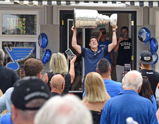 Bill Armstrong brings Stanley Cup to backyard party in Richmond Hill