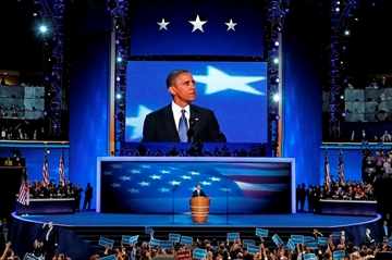 Obama returns to convention stage to make case for Clinton-Image2