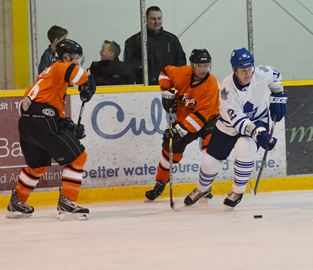 Local players got a thrill Saturday (March 8) when they lace up and faced off against a team of Maple Leafs Alumni at the Lindsay Recreation Complex in Lindsay to raise money for Kawartha Lakes Food Source.