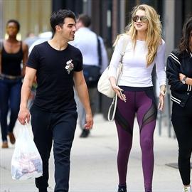 Joe Jonas proud of Gigi -Image1