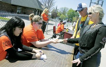Motorcycle Ride for Dad stops in Penetanguishene Mark Harrison photo