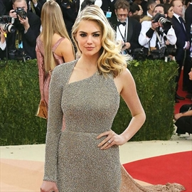 Kate Upton's fiancé wanted 'exceptional ring' for rare love-Image1