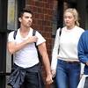 Gigi Hadid and Joe Jonas 'taking it step by step'-Image1