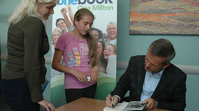 Hadfield wows hometown crowd