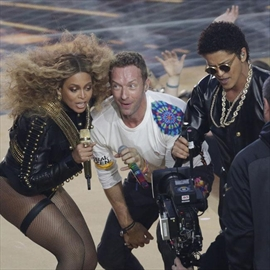 Coldplay send love to Super Bowl guests-Image1