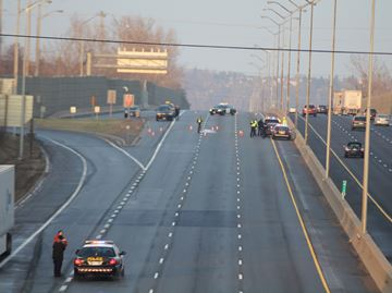 Man dies on Hwy. 401 in Oshawa