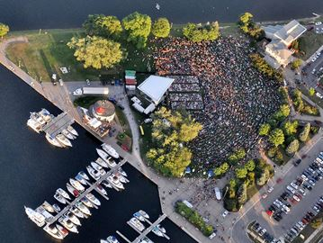 Tegan and Sara in Peterborough -- a bird's eye view