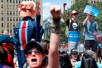 Clinton foes on the left make noise in Philly-Image1
