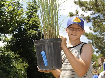 Sam Sherratt School students cultivate outdoor classroom project